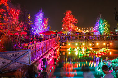 The floating barges at Spruce Street Harbor Park Presented by Univest/Valley Green Bank